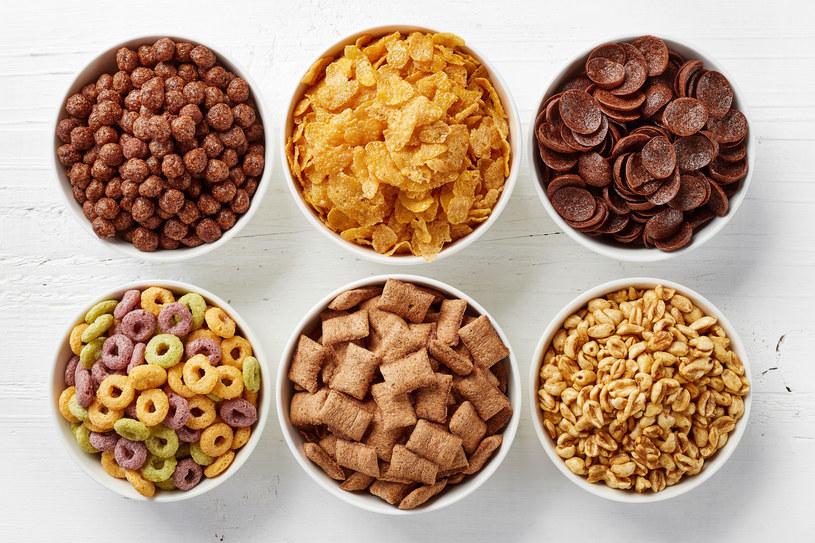 Płatki śniadaniowe dostarczą zaskakująco dużo cukru /123RF/PICSEL
