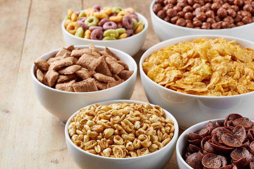 Płatki śniadaniowe są pełne cukru, który spowalnia metabolizm /123RF/PICSEL