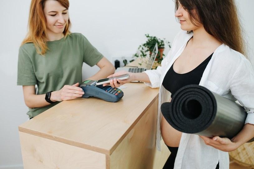 Płatności gotówkowe są chronione prawem /123RF/PICSEL