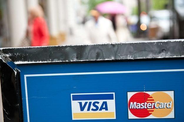 Płatności kartą będą wreszcie tańsze /AFP