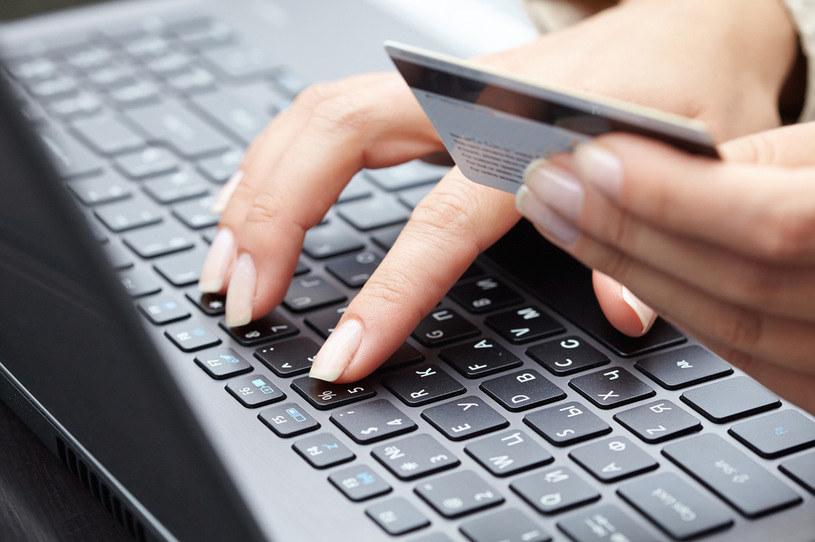 Płatności natychmiastowe najczęściej wybieranym sposobem płatności za e-zakupy /123RF/PICSEL