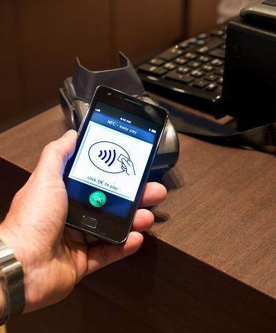 Płatności telefonem chcą być lepsze od kart /©123RF/PICSEL