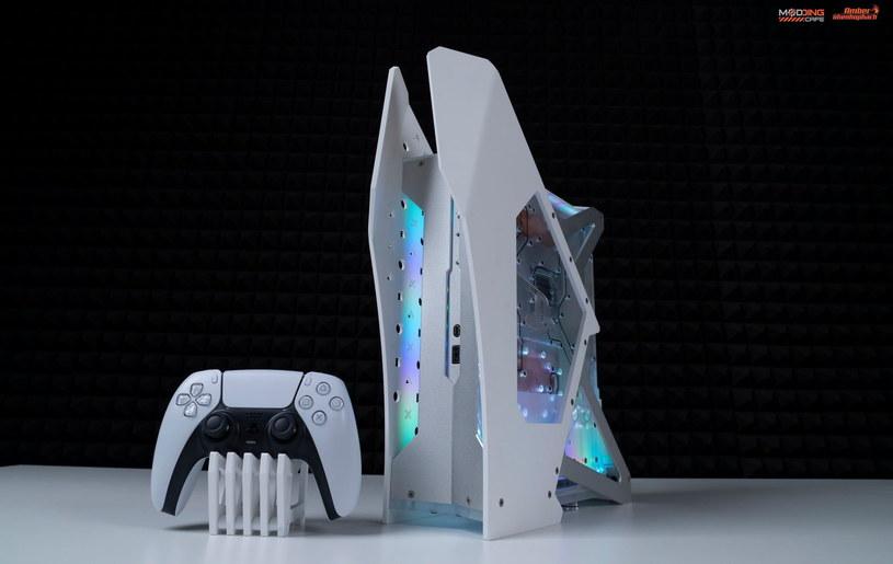 PlayStation 5 z chłodzeniem wodnym zaprojektowanym przez moddera Nhenhophach / fot.  profil Nhenhophach na Facebooku /materiały źródłowe