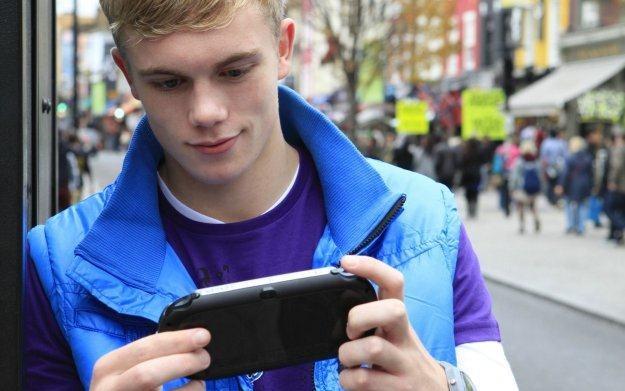 PlayStation Vita - zdjęcie promocyjne przenośnej konsoli Sony /