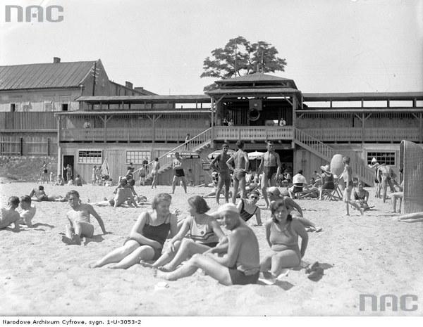 Plaża Towarzystwa Uniwersytetu Robotniczego w Krakowie, 1930