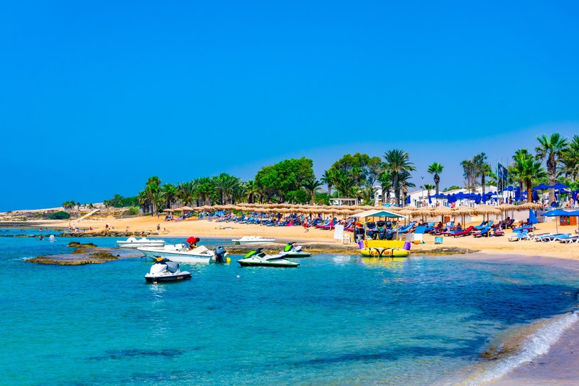 Plaża w Ajia Napa na Cyprze /123RF/PICSEL