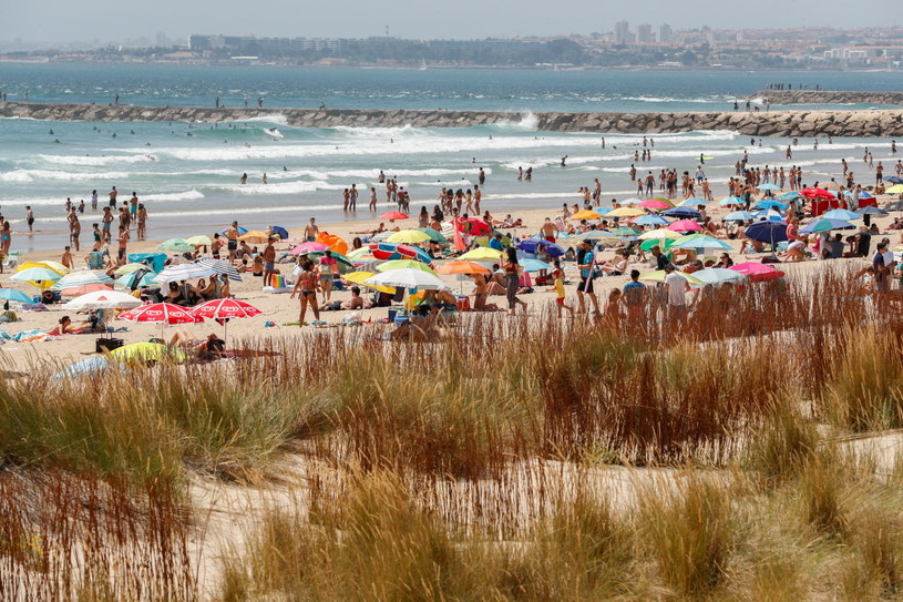 Plaże w Portugalii /ANTONIO COTRIM  /PAP/EPA
