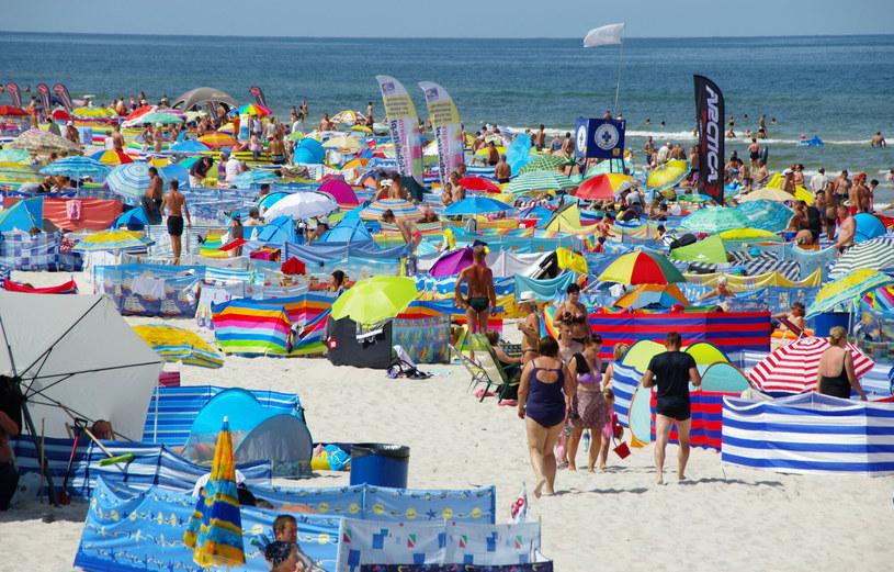 Plaże znów zapełnią się turystami /Marek BAZAK/East News /East News