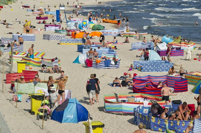 Plażowy savoir-vivre nabiera większego znaczenia, gdy wokół jest tłum /Stanislaw Bielski/REPORTER /East News/ Zeppelin