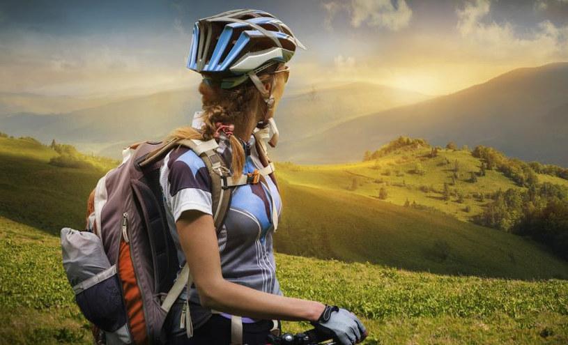 Plecak to dobra opcja na krótkie górskie wycieczki rowerowe /Adobe Stock