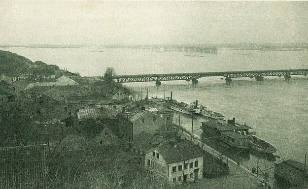 Płock, most na Wiśle i przystań statków, lata 20. XX wieku /FoKa /Agencja FORUM