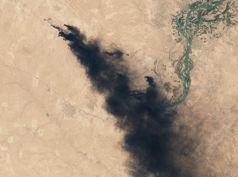 Płonące szyby naftowe - zdjęcie z 16 lipca 2016 /NASA