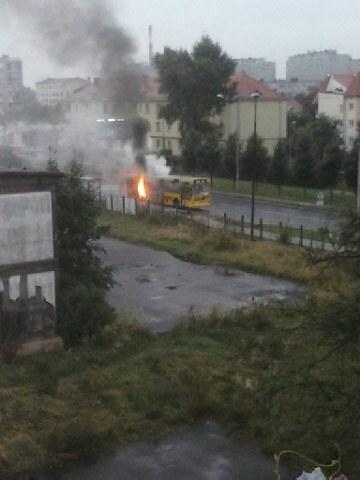 Płonący autobus we Wrocławiu przy ul. Obornickiej /Gorąca Linia /RMF FM