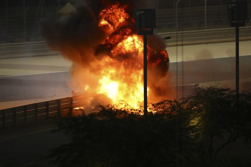 Płonący bolid Romaina Grosjeana /PAP/EPA