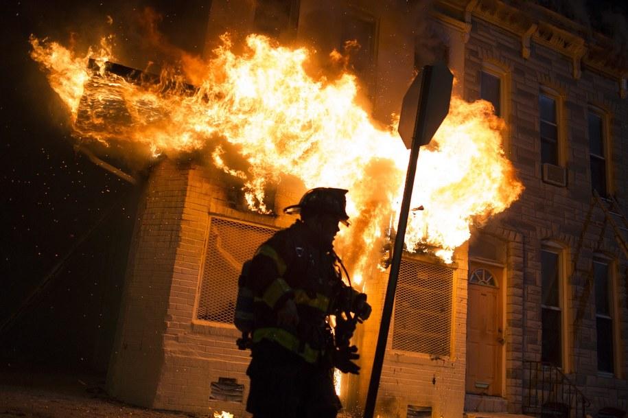 Płonący budynek w Baltimore /JOHN TAGGART /PAP/EPA