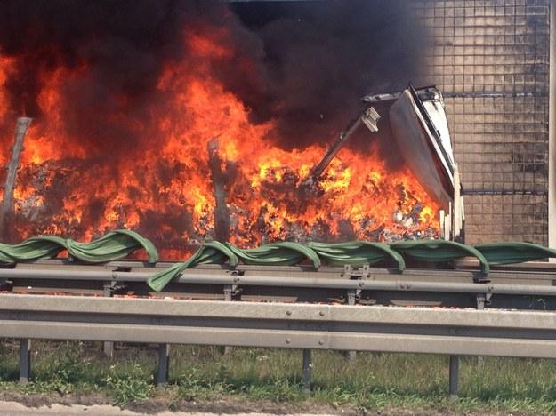 Płonący na A4 samochód /Gorąca Linia RMF FM