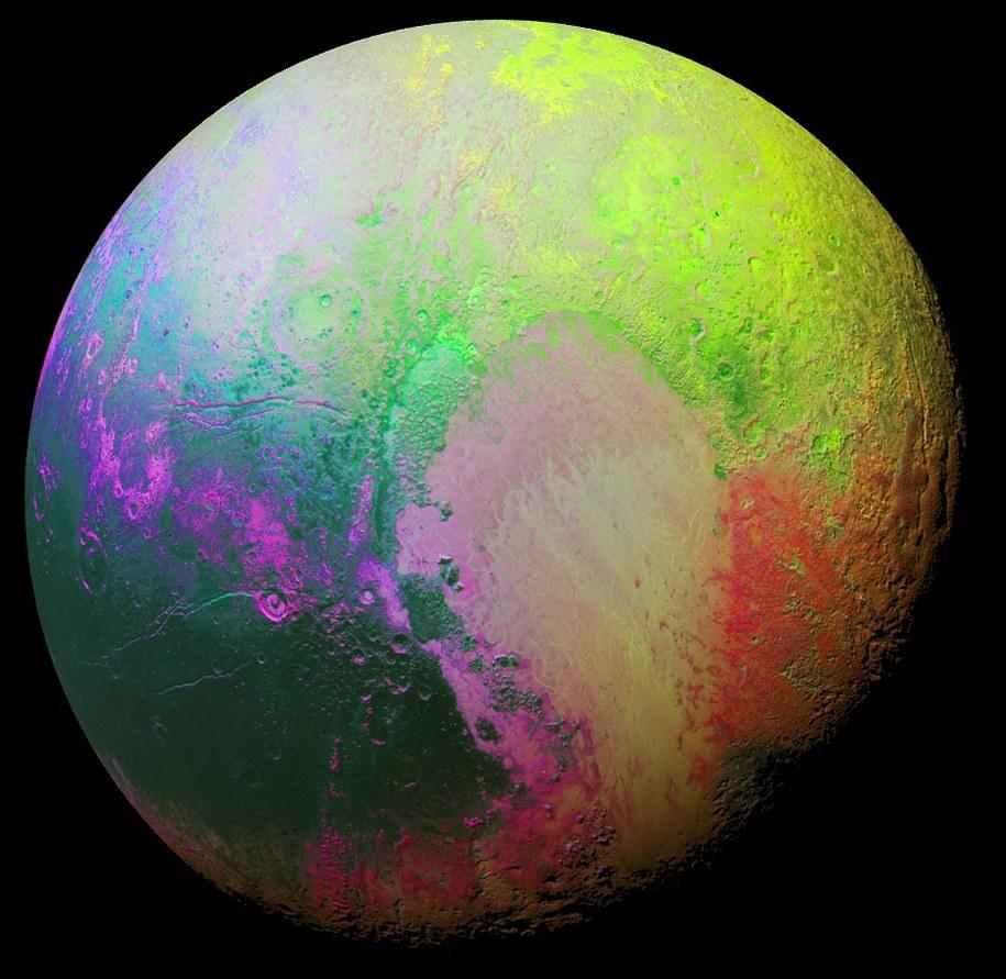 Pluton w kolorach, które pokazują różnice form na jego powierzchni /NASA/JHUAPL/SWRI /materiały prasowe