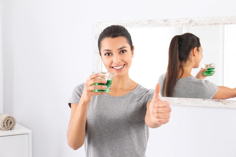 Płyn do płukania ust chroni zęby /123RF/PICSEL