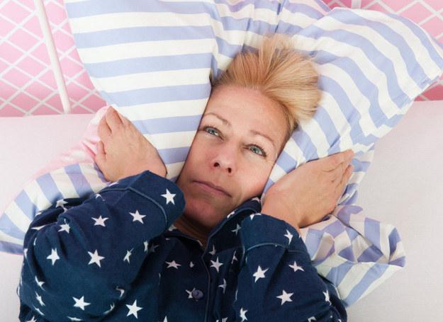 Płytki sen nie przynosi odpoczynku /123RF/PICSEL