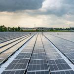 Pływająca farma energii wyposażona w 122 000 paneli słonecznych