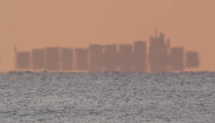 """""""Pływające miasto"""" (źródło: twitter.com/elbruguers) /"""