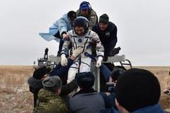 Po 340 dniach w kosmosie wrócili na Ziemię!