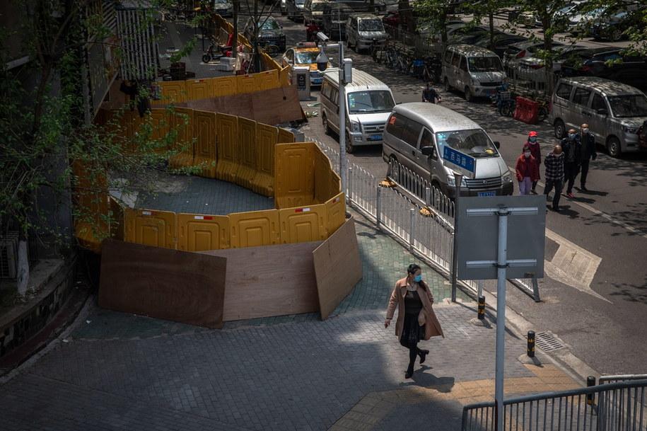 Po 76 dniach zniesiono zakaz wyjazdu z Wuhanu /ROMAN PILIPEY /PAP/EPA
