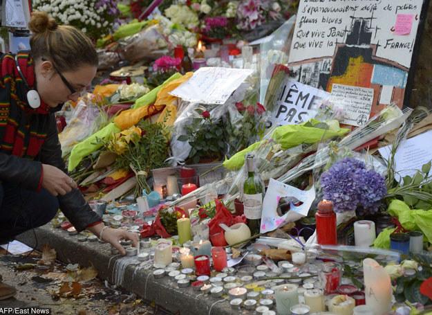 Po atakach w Paryżu służby baczniej przyglądają się sytuacji w Syrii /AFP /East News