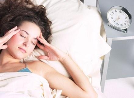 """Po ciężkiej nocy nawet w pół godziny można się """"doprowadzić do porządku"""" /ThetaXstock"""