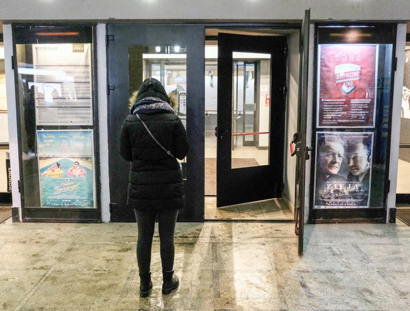 Po długim weekendzie majowym otwarte mogą zostać instytucje kultury, w tym kina /Mateusz Grochocki /East News