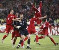 Po finale Ligi Mistrzów Jerzy Dudek otrzymał wiele propozycji reklamowych /AFP
