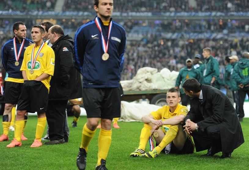 Po finale Pucharu Francji piłkarze US Quevilly byli załamani, choć w całych rozgrywkach dokonali rzeczy nieprawdopodobnej /AFP