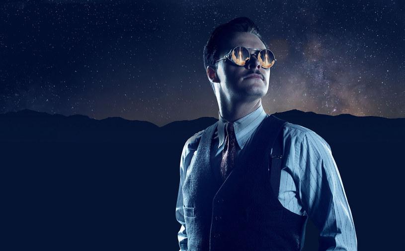 Po historię naukowca, inżyniera iczarnoksiężnika wjednym sięgnęli twórcy serialu  Strange Angel (na zdj.Jack Reynor wcielający się w Parsonsa). /materiały promocyjne