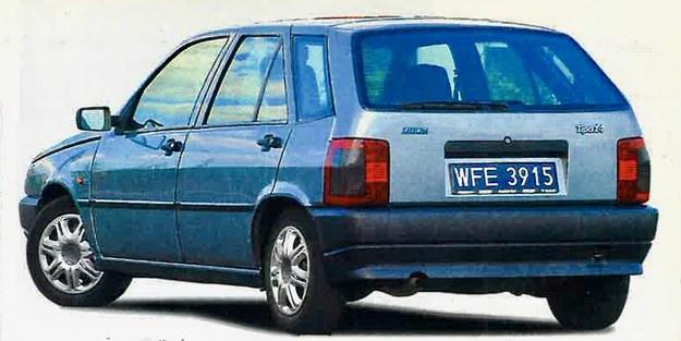 Po jedenastu latach eksploatacji prezentowane Tipo nie nosi wyraźnych oznak korozji na karoserii. /Motor