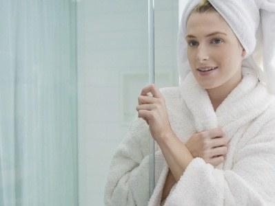 Po kąpieli pamiętaj aby dokładnie wysuszyć ciało  /© Panthermedia