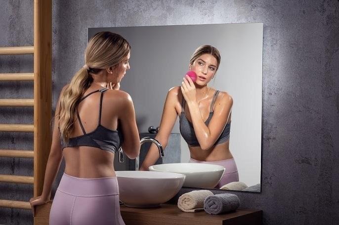 Po każdym treningu należy oczyścić twarz i poddać odpowiednim rytuałom pielęgnacyjnym /materiały prasowe