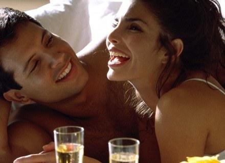 Po kilku latach spróbujcie zachowywać się tak, jak na początku związku. /INTERIA.PL