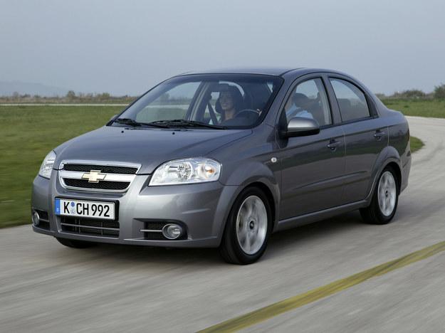 """Po liftingu przód sedana jest inny niż w """"pięciodrzwiówce"""". Pojemność bagażnika: 400 l. /Chevrolet"""