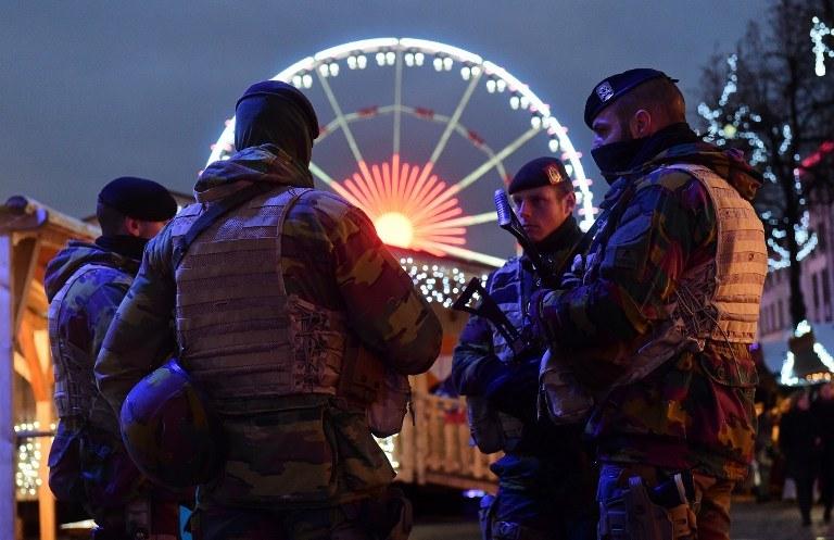 Po listopadowych atakach w stolicy Francji wzmożono ochronę /EMMANUEL DUNAND /AFP