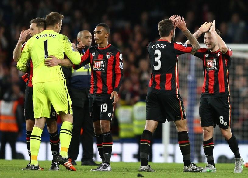 """Po meczu z Crystal Palace, Boruc tonął w objęciach kolegów. Polak zatrzymał strzał z karnego i dwie """"setki"""" rywali /AFP"""