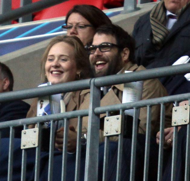 Po międzynarodowych sukcesach Adele chce skupić się na budowaniu rodziny ze swoim ukochanym Simonem Koneckim /Splashnews