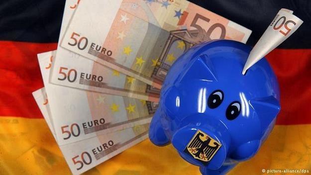 Po miesiącach ożywionych zakupów Niemcy zaczynają znowu liczyć się z groszem /Deutsche Welle