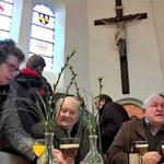 Po mszy serwują... piwo. Nie narzekają na brak wiernych