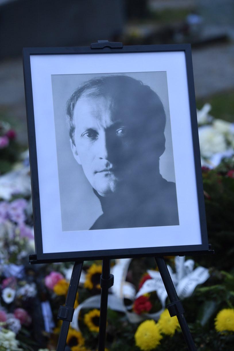 Po mszy św. urna z prochami zmarłego została przewieziona na Powązki Wojskowe /Norbert Nieznanicki /AKPA