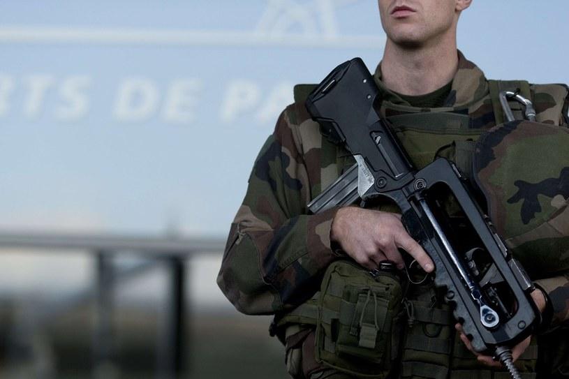 Po ostatnich zamachach w Paryżu wzmożono ochronę lotnisk, zdj. ilustracyjne /KENZO TRIBOUILLARD /East News