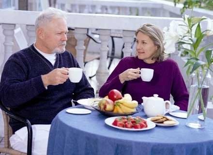 Po pięćdziesiątym roku życia ustaje produkcja kobiecych hormonów /INTERIA.PL