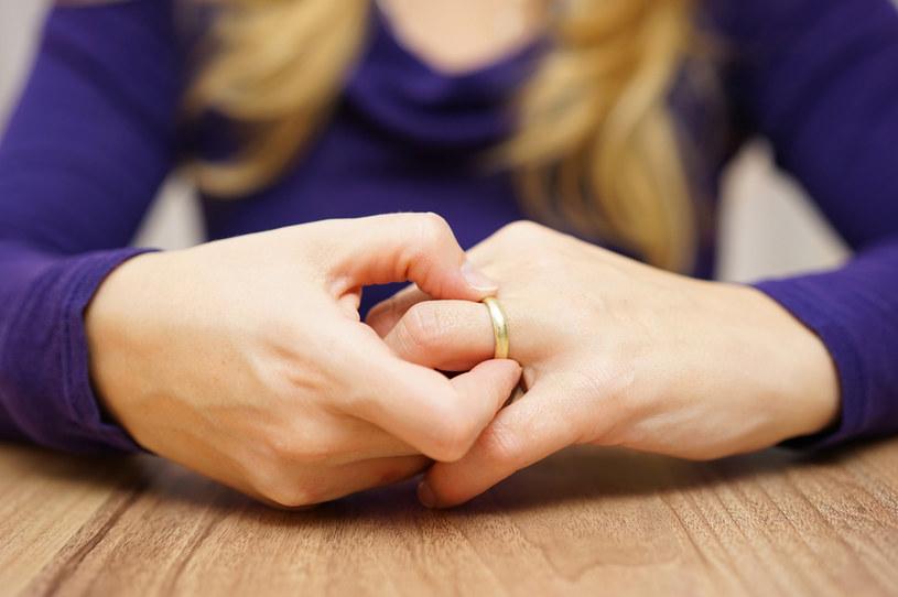 Po pośmiertnym ślubie kobieta od razu staje się wdową /123RF/PICSEL