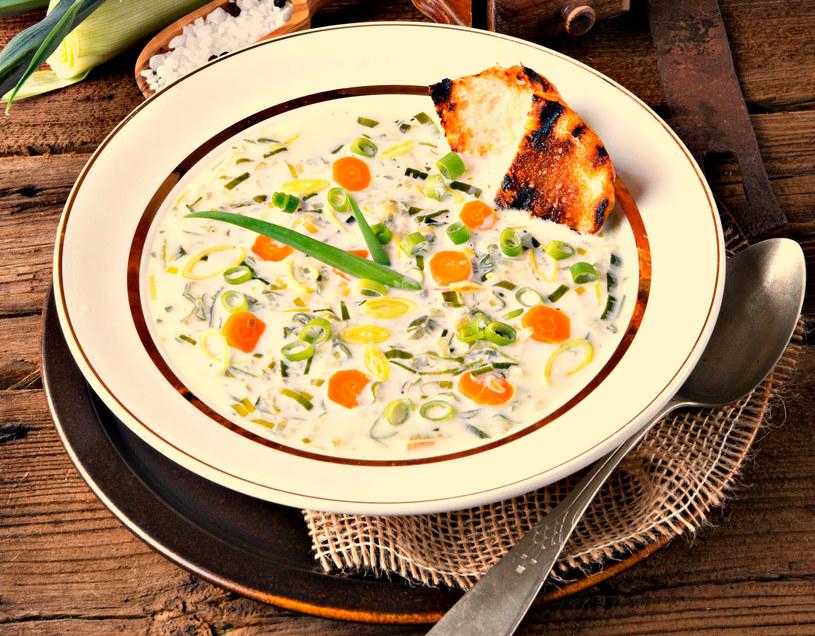 Po powrocie do domu pamiętajmy o rozgrzewającym posiłku - w tej roli świetnie sprawdzają się zupy /123RF/PICSEL