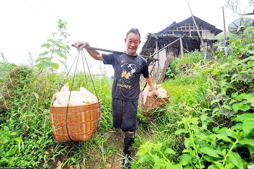 Po pracy na roli - trening. Tak od wieków żyją mieszkańcy Ganxi Dong /East News