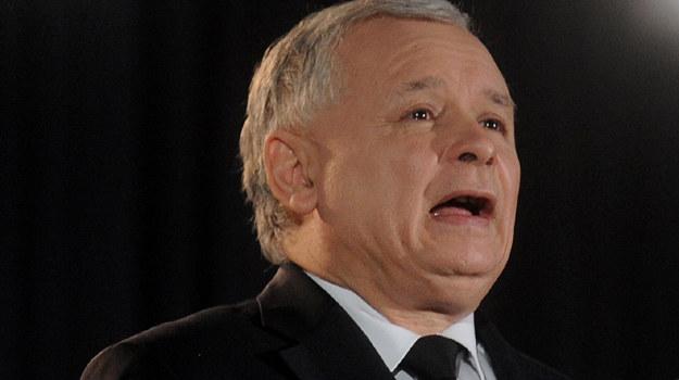 """Po projekcii Jarosław Kaczyński przekonywał, że jest pod wrażeniem filmu """"Mgła"""" /fot. A. Chełstowski /Agencja FORUM"""